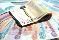 70 рублей 53 копейки составил курс евро на уик-энд и понедельник